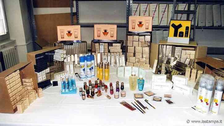 Ruba all'Ipercoop di Casale Monferrato cancelleria e prodotti di bellezza - La Stampa
