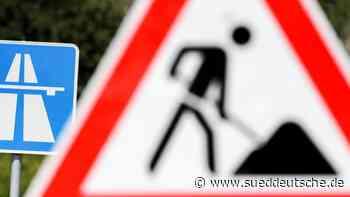 Autofahrer öffnet im Stau Baustellen-Schutzwand - Süddeutsche Zeitung