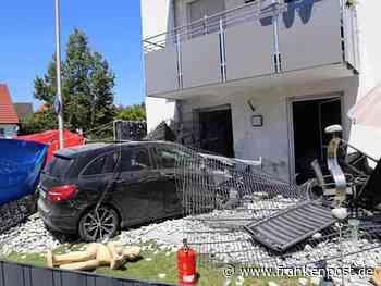 Auto kracht gegen Haus: Ein Toter und zwei Verletzte - Frankenpost