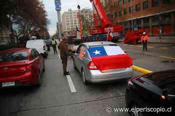 """Patriotas del """"Rechazo"""" realizaron caravana vehicular por las calles de Santiago - El Periscopio Noticias"""