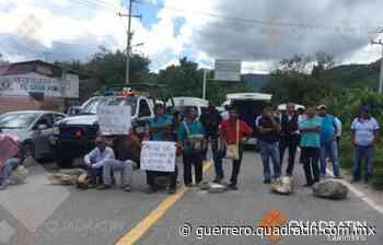 Cierran la carretera en Tixtla por falta de entrega de fertilizante - Quadratin Guerrero
