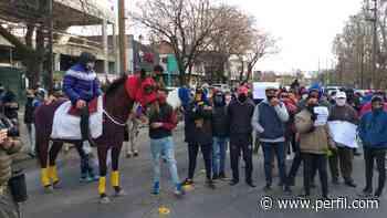 Trabajadores del turf pidieron por la reapertura de los hipódromos de Palermo y San Isidro - Perfil.com