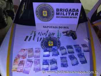 Brigada Militar de Sapucaia do Sul prende homem por tráfico de drogas e porte ilegal de arma - Portal de Camaquã