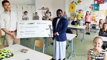 Gymnasium Miesbach: Fred Walakira glücklich über Spenden für Uganda - Merkur.de