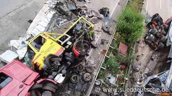 Schwerer Lkw-Unfall sorgt für lange Sperrung auf der A7 - Süddeutsche Zeitung