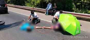 FOTOS/ Pareja se accidenta sobre la Troncal del Norte y permanecen de la mano mientras son atendidos - Diario Digital Cronio de El Salvador