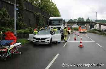 POL-RBK: Wermelskirchen - Lkw fährt auf Fahrschulwagen auf - Presseportal.de