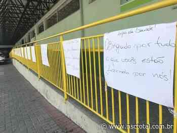 Blumenauense faz homenagem anônima a profissionais de saúde no Hospital Santa Isabel - NSC Total