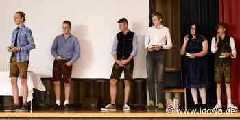 Voller Erfolg für Corona-Jahrgang: Schüler der Kastulus-Realschule Moosburg erhalten Zeugnisse - idowa