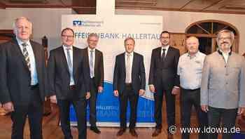 Mainburg: Neue Raiffeisenbank Hallertau setzt auf modernes Banking und engen Kundenkontakt - idowa