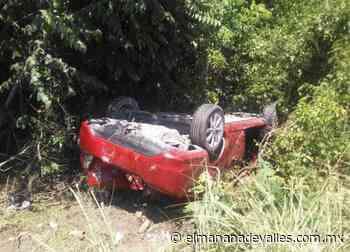 Volcó auto en la Valles-Rioverde - El Manana de Valles