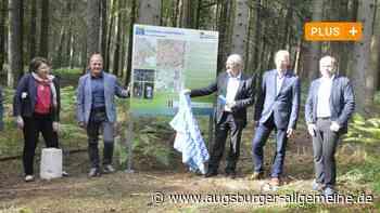 Wanderweg: Ein Stein markiert ein Landkreiseck - Augsburger Allgemeine