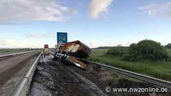 Unfall In Bunde: Schwertransporter rutscht in Straßengraben - Nordwest-Zeitung