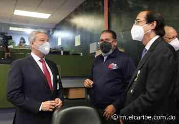 Montalvo muestra el Sistema 911 al ministro de la presidencia designado, Lisandro Macarrulla - El Caribe