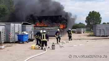 Brand Elektroschrott steht in Flammen - Volksstimme