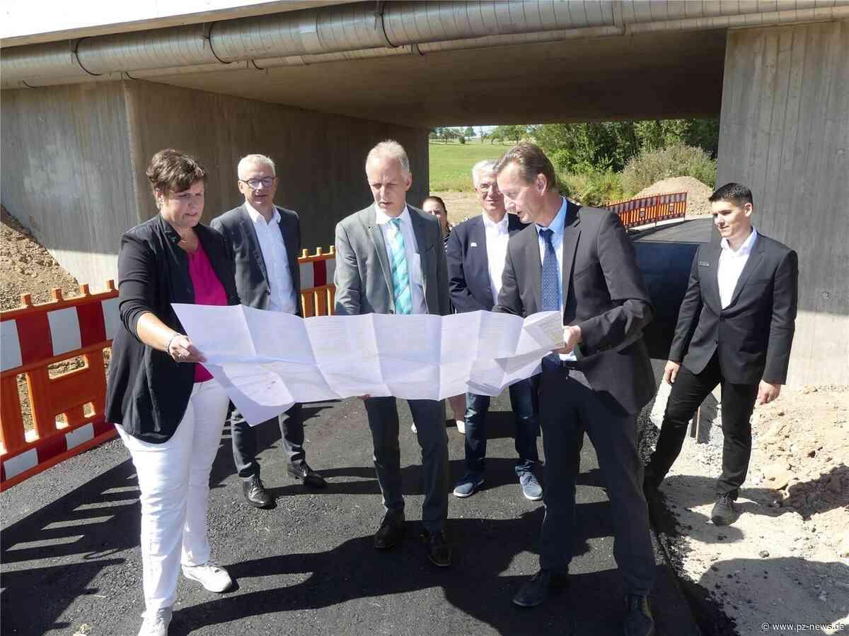 Feinschliff am Autobahnzubringer und Gewerbegebiet im Blickpunkt: Regierungspräsidentin besucht Karlsbad - Region - Pforzheimer Zeitung