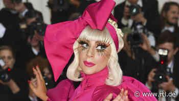 Lady Gaga trägt Mundschutz - aber keine Hose - RTL Online