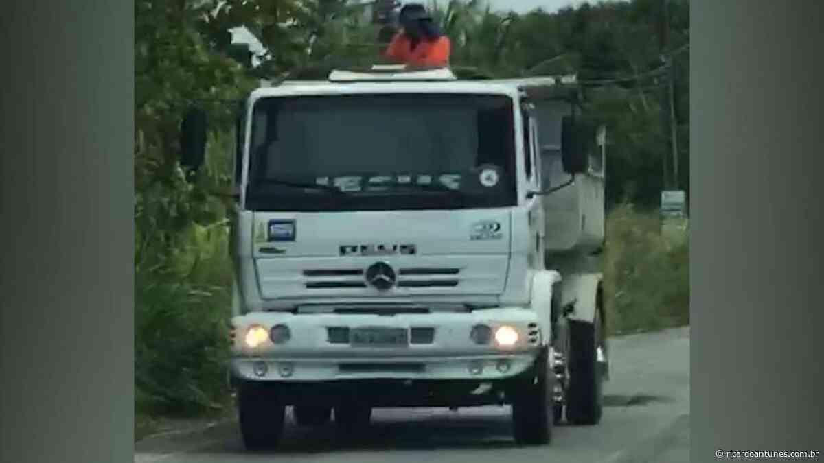 Caminhão de Geraldo Júlio é flagrado tapando buraco no município de Ipojuca - Ricardo Antunes