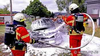 Kreuztal: Auto brennt bei Grillparty in Littfeld völlig aus - Westfalenpost