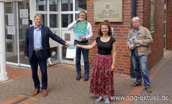 Stadthagen: Bürgermeister Oliver Theiß nimmt erste Unterschriftenlisten vom Volksbegehren Artenvielfalt an - SHG-Aktuell.de
