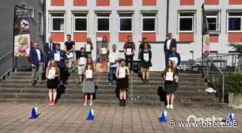 Zeugnisübergabe an Absolventen der Wirtschaftsschule Weiden - Onetz.de