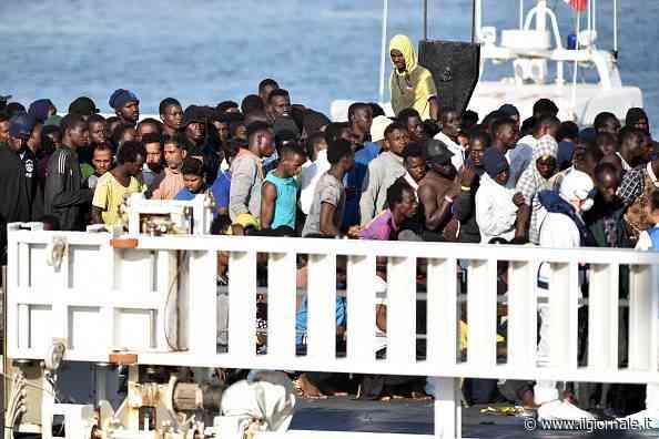 """Il """"business della quarantena"""". Quanto paghiamo per i migranti"""