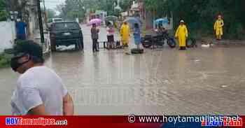 Pese a la lluvia, bloquean calle en Altamira para exigir cesen los apagones de la CFE - Hoy Tamaulipas
