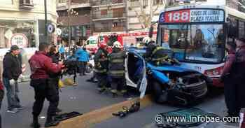 Violento choque entre un patrullero y un colectivo en Palermo: los bomberos rescataron a un policía que quedó atrapado - infobae
