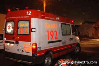Carro invade calçada e atropela mãe e filha em Jacarezinho - Folha Extra