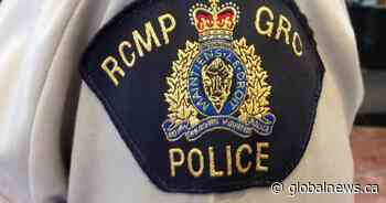 Driver flees scene of collision, threatens police with knife in North Kentville: N.S. RCMP - Globalnews.ca