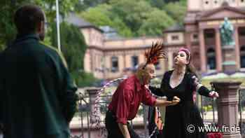 Tanzender Feuervogel im Kurpark - fr.de