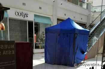 Hombre murió mientras bajaba escalera mecánica de mall en Talcahuano - Cooperativa.cl