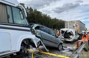Karambolage auf A3: Feuerwehr muss zur Unfallstelle laufen