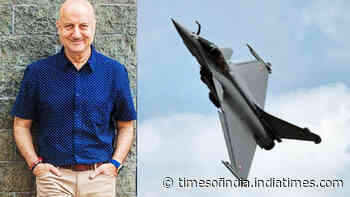 Rafales land in India: Anupam Kher, Paresh Rawal, Ravi Kishan and other B-town celebs welcome the fighter jets