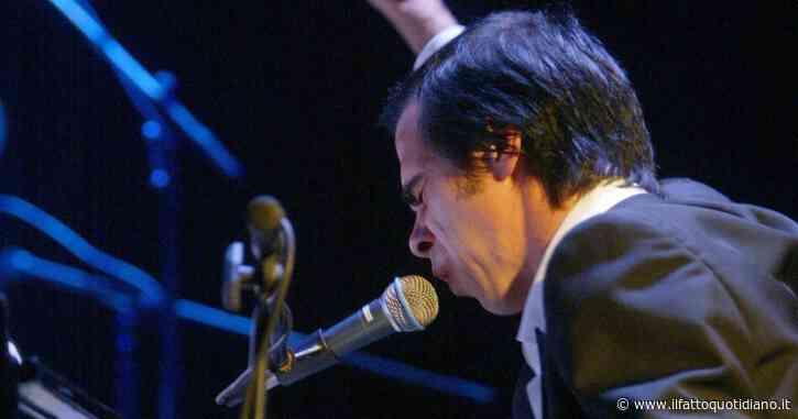 """Nick Cave vuole un pianoforte Fazioli ma l'azienda italiana non sa chi sia: """"Chi è? È un attore?"""""""