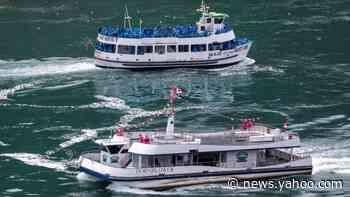 Niagara Falls tour boats show stark social distancing split - Yahoo! Voices