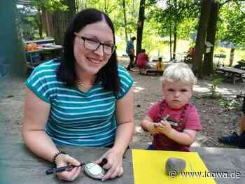 Waldkindergarten Degernbach: Verkauf von bunten Steinen für den guten Zweck - idowa