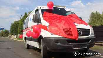 Volunteers hand over ambulance car to Kyzyl-Kia hospital - AKIpress