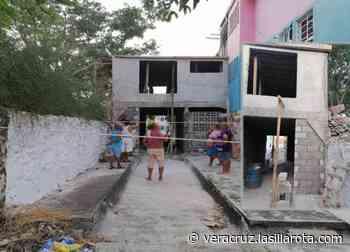 Acusan a regidor de apropiarse de callejón en Infonavit Buena Vista - La Silla Rota