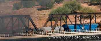 Un train de marchandises déraille et s'embrase en Arizona