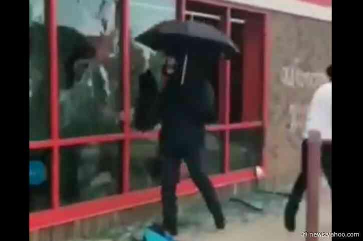 Minneapolis 'umbrella man' is white supremacist who smashed windows to 'incite violence,' police say