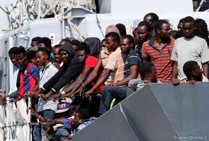 """Immigrati, il Viminale cerca scuse: """"Gestione difficile per il coronavirus"""""""