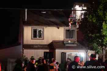 FDNY battles fire in Midland Beach townhouses; 1 firefighter injured - SILive.com