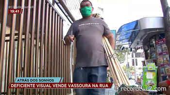 Deficiente visual vende vassouras na rua para custear cirurgia ocular - Record TV