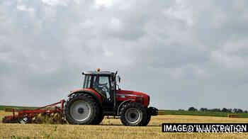 Un agriculteur de 78 ans meurt écrasé par son tracteur à Templeuve - RTL info