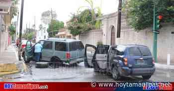 Encontronazo entre conductoras deja cuantiosos daños en Nuevo Laredo - Hoy Tamaulipas