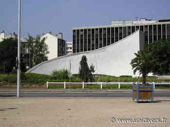 Projection à la Bourse départementale du travail d'Oscar Niemeyer à Bobigny Bourse départementale du Travail de la Seine-Saint-Denis samedi 19 septembre 2020 - Unidivers