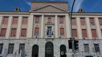 Travolto da un'auto pirata sul lungomare a Lido di Camaiore e ricoverato a Livorno: è grave - Versiliatoday.it