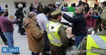 Manifestantes piden salida de edil acusado por abuso en Pitrufquén: irrumpieron en Concejo Municipal - BioBioChile