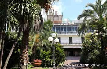 Bordighera: tre giovanissime saltano sulla tettoia del Palazzo del Parco, intervento di CC e Municipale - SanremoNews.it